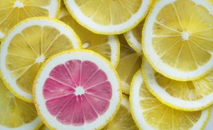 sliced yellow lemons with one sliced pink lemon